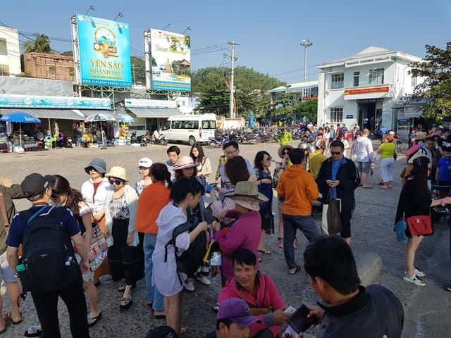 Nha Trang: Bến tàu du lịch đông nghịt khách ngày giáp Tết - 10