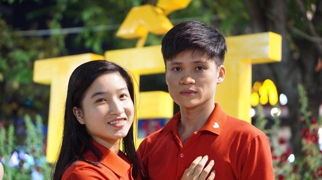 Bạn Ngô Đức Thiện (ngụ Gò Vấp) tranh thủ dẫn bạn gái Dương Thị Lan Anh (ngụ Tân Bình) đi chơi vì phải trực tết ngày 14/2