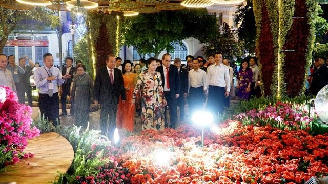 Lãnh đạo Quốc hội, Chính phủ, TP HCM tham quan đường hoa Nguyễn Huệ