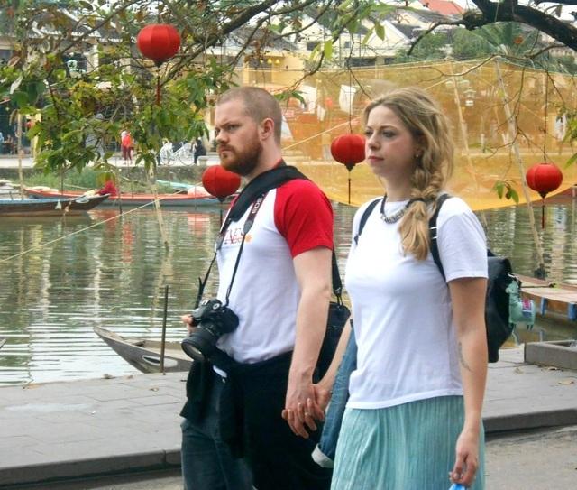 Bạn trẻ háo hức với Valentine lãng mạn ở phố cổ Hội An - 9