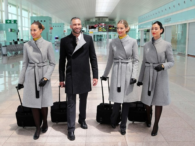 Những hãng hàng không có đồng phục thanh lịch nhất thế giới - 1