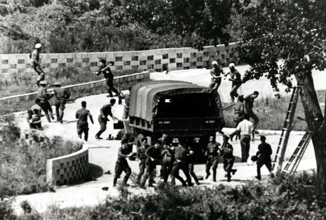 Vụ đụng độ giữa các binh sĩ Triều Tiên và các binh sĩ Mỹ-Hàn liên quan tới cây bạch dương ở biên giới (Ảnh: Yonhap)