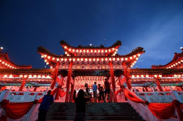 Đền Thean Hou rực rỡ sắc đỏ đón năm mới tại thủ đô Kuala Lumpur, Malaysia (Ảnh: AFP)