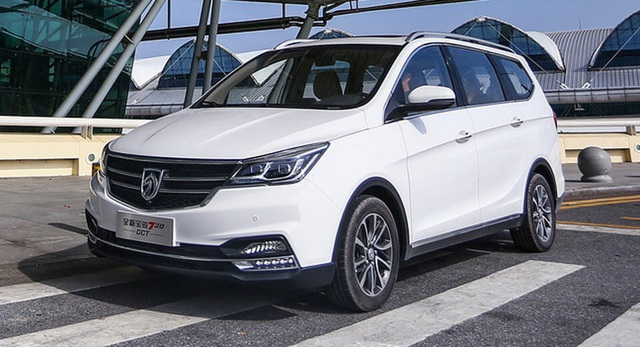 2. Baojun 730 (doanh số: 275.227 xe) Dù có doanh số sụt giảm tới 25,6% trong năm 2017 vừa qua, nhưng mẫu xe Trung Quốc này của liên doanh SAIC-GM-Wuling vẫn duy trì vị trí thứ 2 trong Top 10 xe đa dụng bán chạy nhất thế giới. Mẫu xe này chỉ được bán tại Trung Quốc.