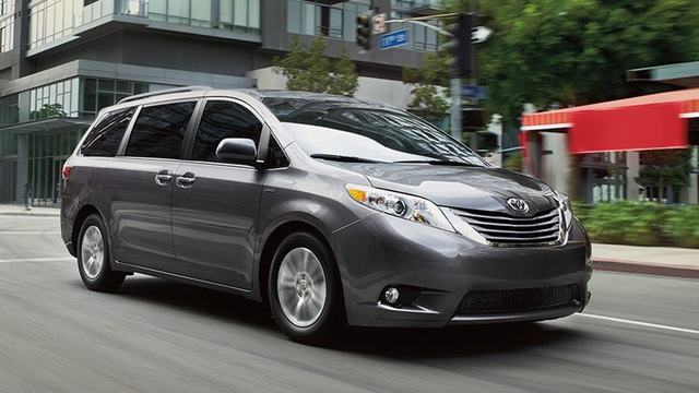 10. Toyota Sienna (doanh số: 143.135 xe, giảm 13,7%)