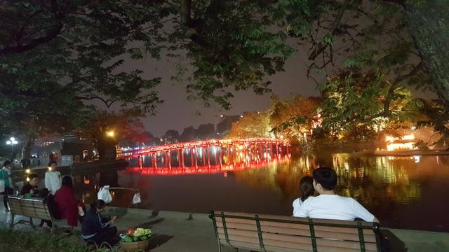 Cầu Thê Húc - Đền Ngọc Sơn lung linh huyền ảo