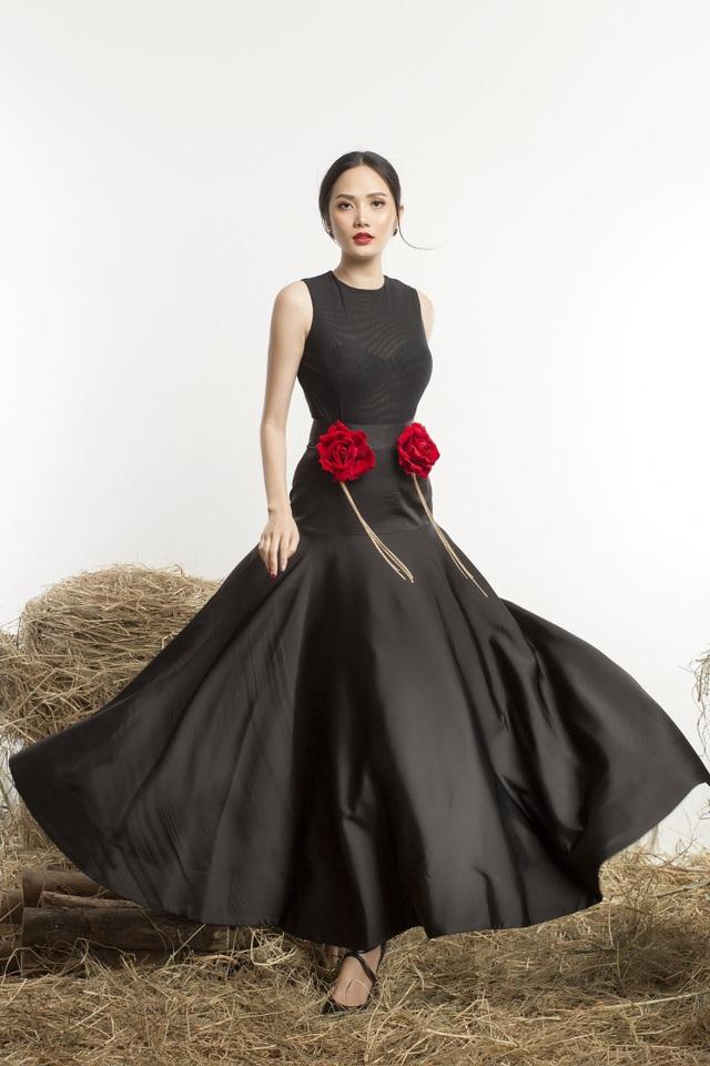 Nhân dịp Tết đến, Hoa hậu Đông Nam Á Diệu Linh cũng gửi những lời chúc tốt đẹp nhất đến khán giả. Cô cầu chúc mọi người, mọi nhà sẽ có một cái Tết tràn ngập niềm vui, an khang hạnh phúc và phúc lộc phát tài…