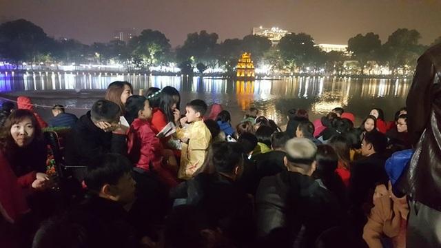 Pháo hoa bừng sáng, người dân cả nước nao nức mừng năm mới - 6