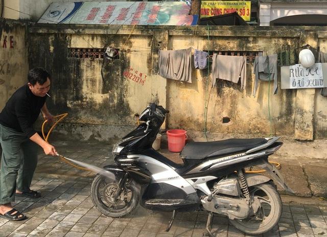 Dịch vụ rử xe máy cũng hốt bạc ngày 30 Tết