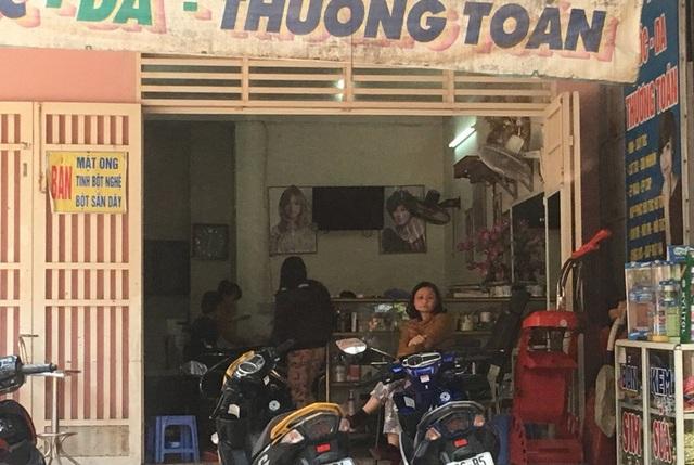 Cảnh chờ đợi làm đẹp chuẩn bị đón Tết tại tiệm hớt tóc nữ ở phường Đông Vệ, thành phố Thanh Hóa