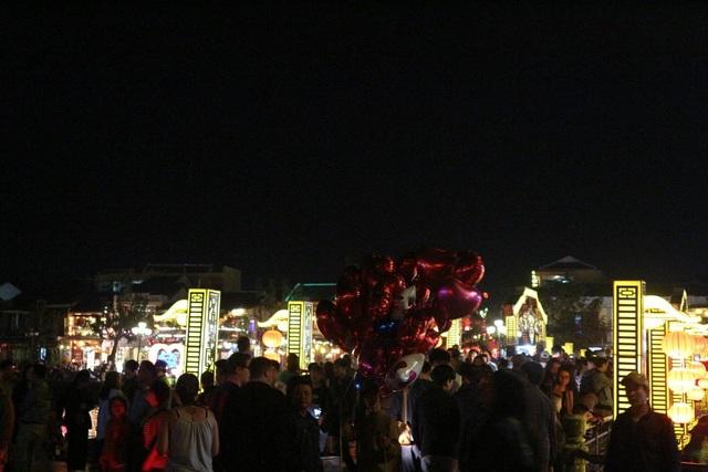 Pháo hoa bừng sáng, người dân cả nước nao nức mừng năm mới - 50
