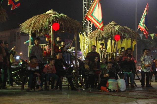Nhiều người dân tham gia hội bài chòi chào Xuân