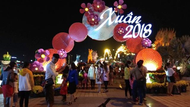 Đường hoa Tết là địa điểm thu hút người dân và du khách đến Đà Nẵng nhất trong mùa lễ Tết năm nay