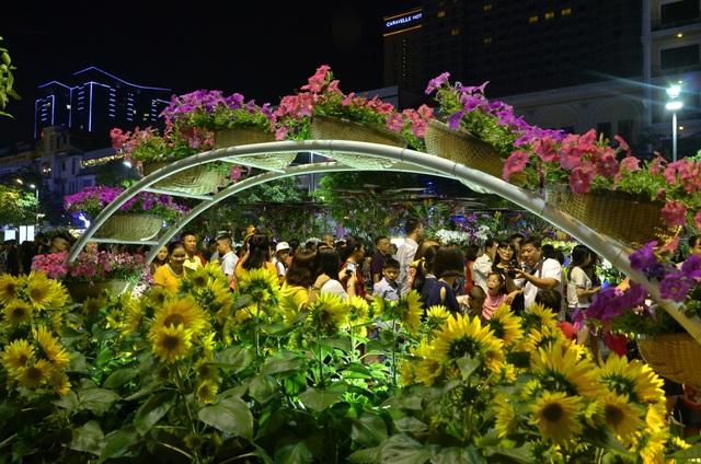 Pháo hoa bừng sáng, người dân cả nước nao nức mừng năm mới - 34