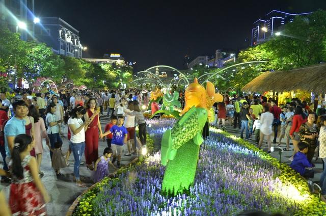Pháo hoa bừng sáng, người dân cả nước nao nức mừng năm mới - 35