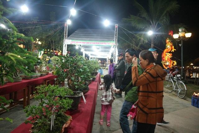 Pháo hoa bừng sáng, người dân cả nước nao nức mừng năm mới - 58