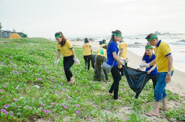Chương trình Cảm ơn vì bạn không xả rác được PNJ tổ chức tại bãi biển Long Hải – Bà Rịa – Vũng Tàu