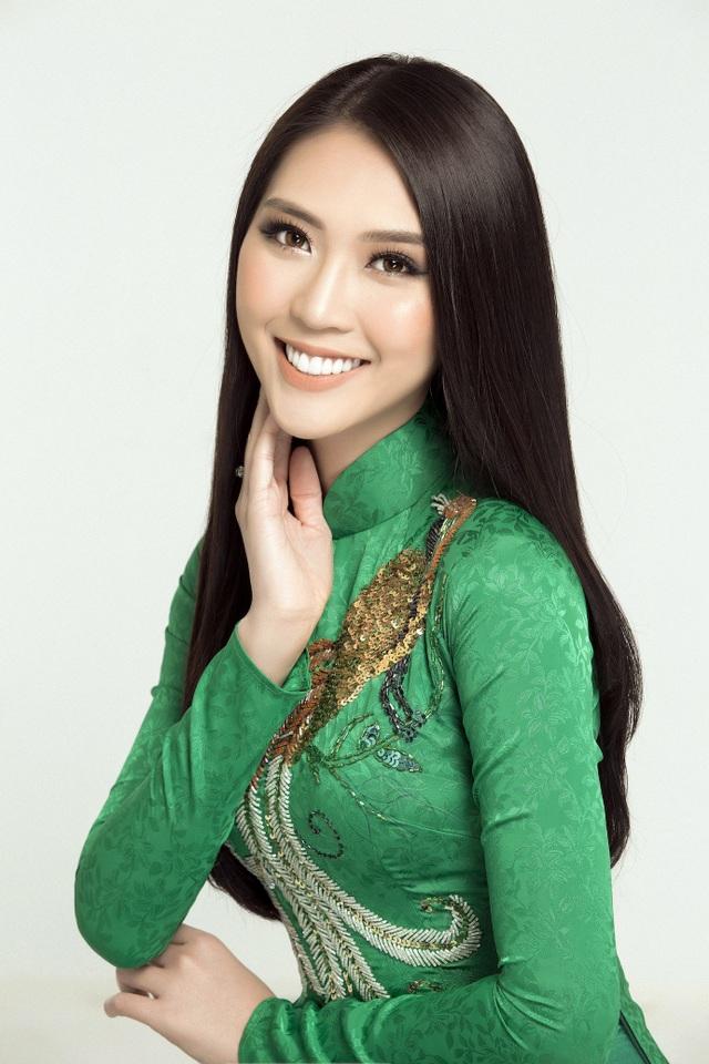 """Năm 2017 vừa qua có thể xem là một năm rất thành công của Tường Linh. Mở màn là thành tích đăng quang cuộc thi Hoa hậu Sắc đẹp Châu Á 2017 - Miss Asia Beauty 2017 được tổ chức tại Thái Lan. Sau đó, Tường Linh tham gia chương trình The Face Vietnam 2017. Cô là thành viên của đội Hoàng Thùy """"cán đích"""" với ngôi vị Á quân."""