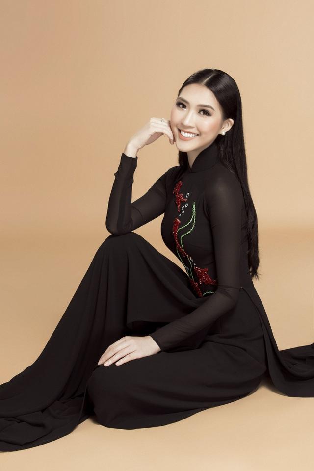 Sau Tết 2018, Tường Linh sẽ sớm trở lại với những hoạt động và dự án mới trong nghề mẫu. Còn ở thời điểm hiện tại, cô cho biết bản thân đang tận hưởng bầu không khí trong trẻo những ngày đầu năm mới để cùng cảm nhận và trao yêu thương đến những người thân yêu của mình.