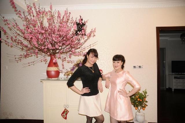 Vân Dung (phải) và chị gái Vân Trang (trái) có rất nhiều kí ức cảm động về những mùa Tết nghèo thời thơ ấu.
