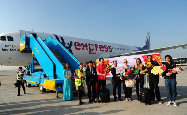 Những du khách xông đất Đà Nẵng được đón tiếp nồng hậu ngay khi máy bay vừa hạ cánh