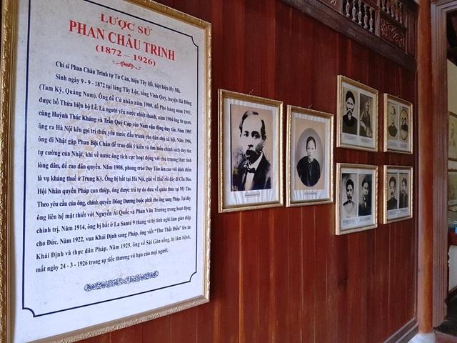 Bênh trong gian nhà trưng bày nhiều tư liệu và hình ảnh về cuộc đời hoạt động của Phan Châu Trinh
