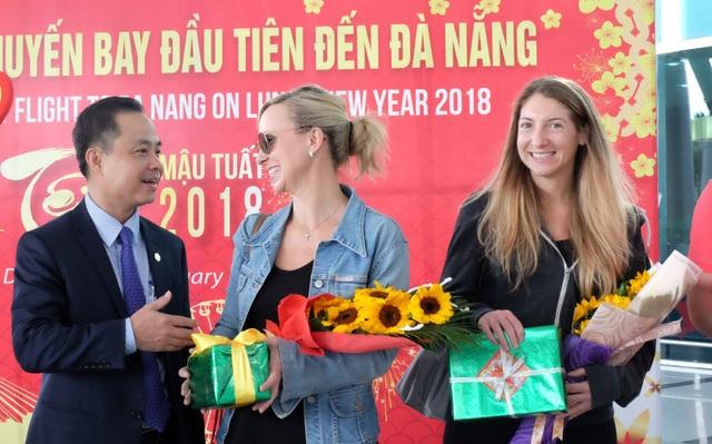 Những du khách đầu tiên đến Đà Nẵng trong ngày mùng 1 Tết Mậu Tuất hy vọng một kỳ nghỉ tuyệt vời đang chờ đón