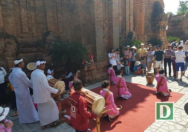 Về Nha Trang thăm Tháp bà, xem múa Chăm ngày Tết Mậu Tuất - 5