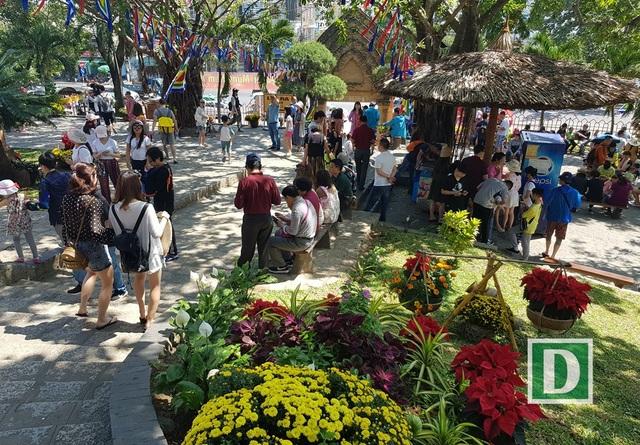 Tháp bà Ponagar Nha Trang đón hàng nghìn lượt khách những cận Tết Mậu Tuất