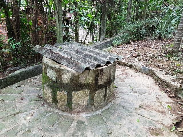 Giếng xưa bên trong khuôn viên nhà lưu niệm