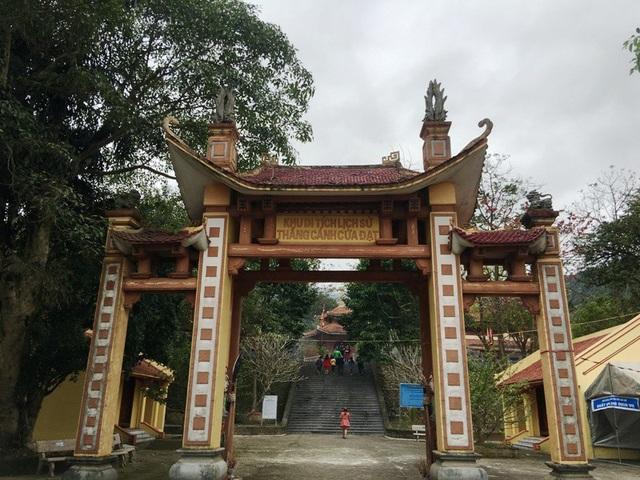 Khu di tích lịch sử thắng cảnh Cửa Đạt, ở xã Xuân Mỹ, huyện Thường Xuân, nằm cách xa trung tâm thành phố Thanh Hóa khoảng 60 km về phía Tây, nhưng ngay từ mùng 1 tết Mậu Tuất đã có hàng nghìn người về đây dâng hương cầu lộc, cầu tài…