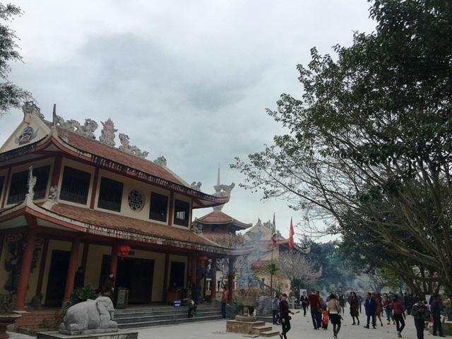 Cùng với vẻ đẹp của thiên nhiên, người dân và du khách đến đây còn được chiêm ngưỡng công trình kiến trúc độc đáo.