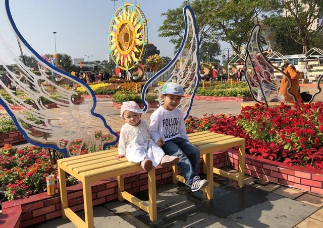 Đà Nẵng: Đường hoa Tết nhộn nhịp khách du xuân - 5