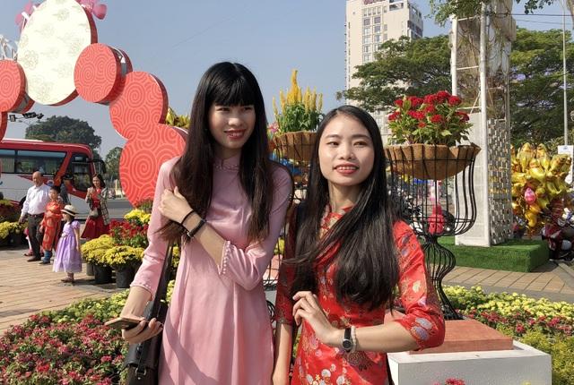 Đà Nẵng: Đường hoa Tết nhộn nhịp khách du xuân - 4