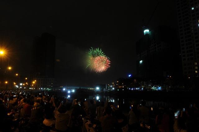 Mãn nhãn với màn pháo hoa mừng năm mới rực rỡ trên bầu trời Sài Gòn - 5