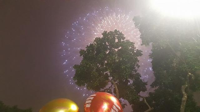 Pháo hoa bừng sáng, người dân cả nước nao nức mừng năm mới - 3