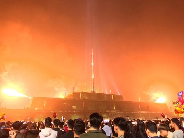 Những màn bắn súng thần công đẹp mắt ở Kỳ Đài Huế vào thời khắc gần Giao thừa