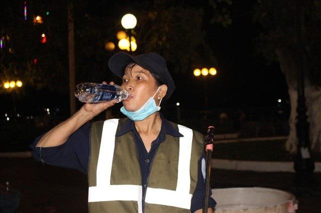 Đêm giao thừa của một nữ công nhân - 11
