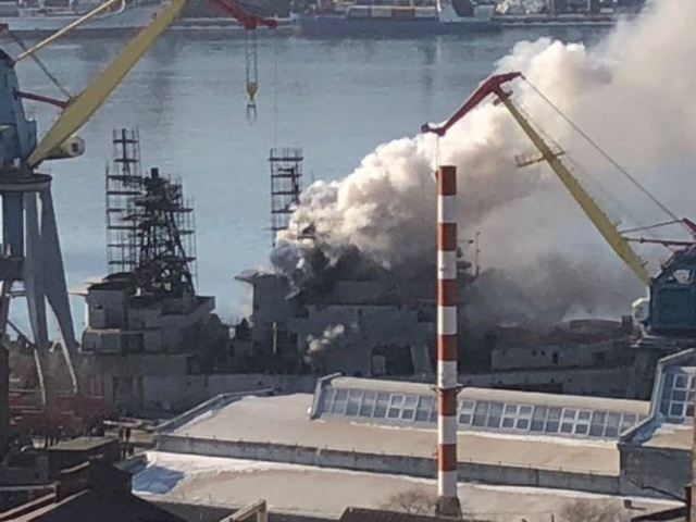 Tàu chiến Nga bốc cháy ở Viễn Đông - 1