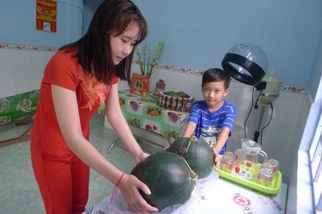 Nhờ bạn đọc Dân trí chia sẻ, hai chị em Minh Thư đón cái tết đầm ấm