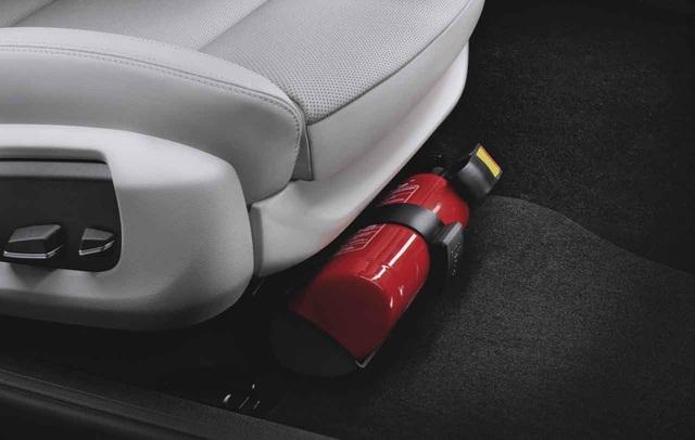 Malaysia khuyến khích chủ xe ô tô trang bị bình chữa cháy mini - 1