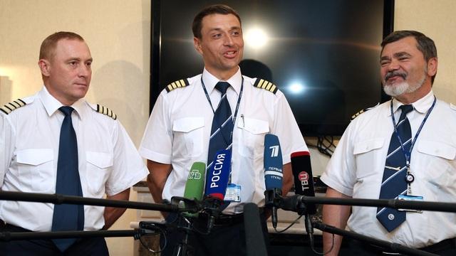 """Các phi công của máy bay Boeing 777 """"Jumbo Jet"""". (Ảnh: Tass)"""