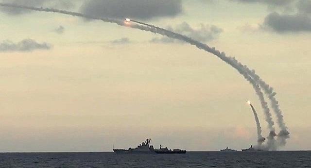 Nga phóng tên lửa hành trình từ tàu chiến vào mục tiêu tổ chức Nhà nước Hồi giáo (IS) ở Syria. Ảnh: Sputnik