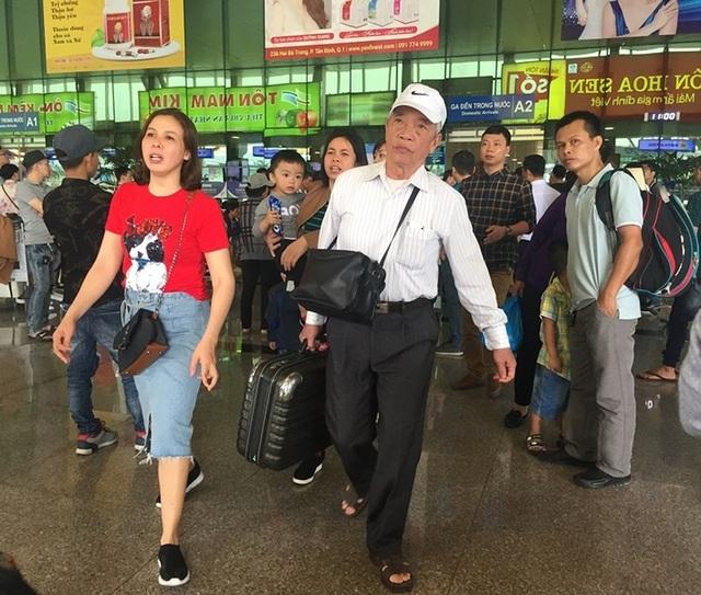 Mùng 2 Tết, sân bay Tân Sơn Nhất bắt đầu nhộn nhịp - 3