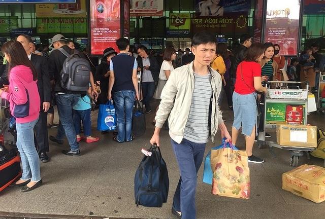 Nếu như trước Tết đa số hành khách đều có hành lý ký gửi thì lúc quay lại hành lý khá nhẹ nhàng nên hành khách không mất nhiều thời gian để rời khỏi sân bay. Ảnh: P.ĐIỀN