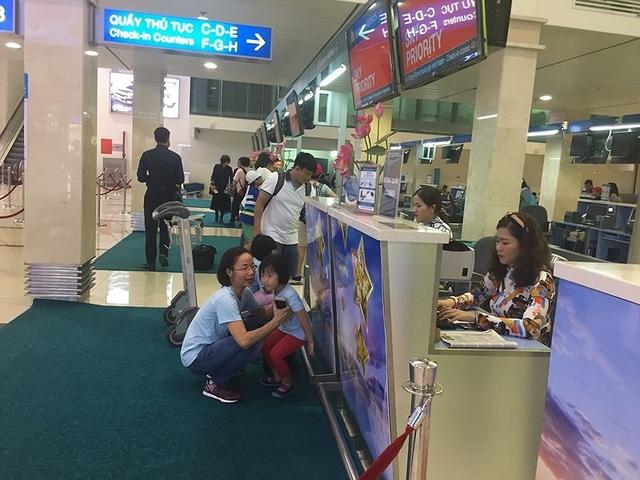 Mùng 2 Tết, sân bay Tân Sơn Nhất bắt đầu nhộn nhịp - 7