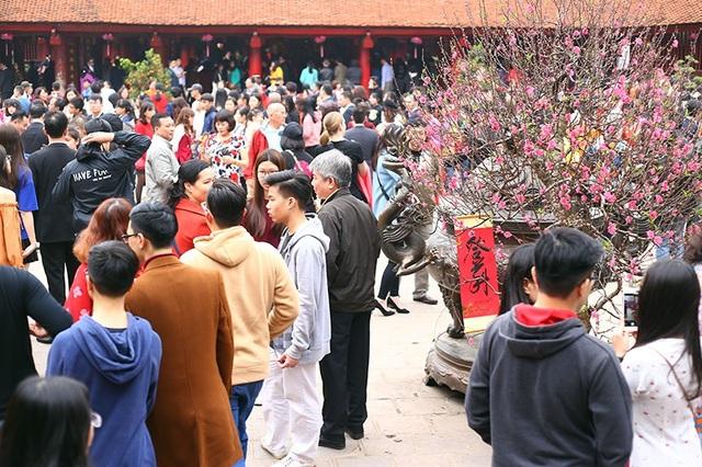 Sân Thái học trở nên đông đúc, nhộn nhịp