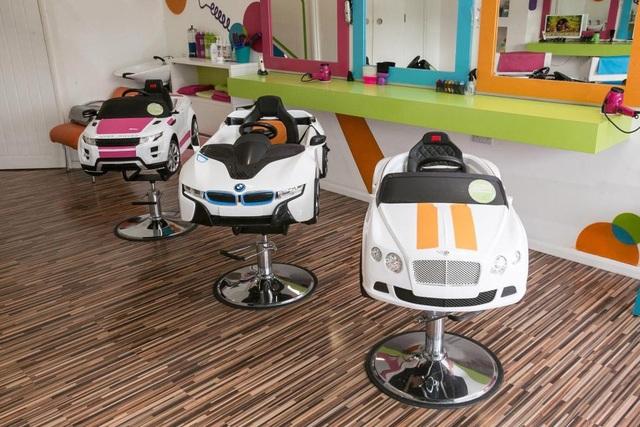 Cách thiết kế, trang trí của tiệm cắt tóc rất phù hợp cho trẻ em. (Nguồn: SWNS)