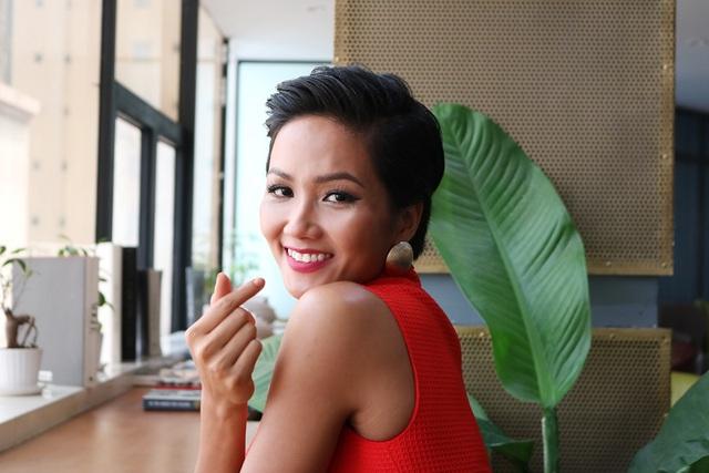 Hoa hậu Hhen không cảm thấy vương miện giúp cô tự tin hơn mà điều đó đến từ chính bản thân mình
