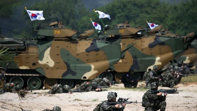 Các binh sĩ và phương tiện quân sự của Hàn Quốc tham gia cuộc tập trận (Ảnh: Reuters)